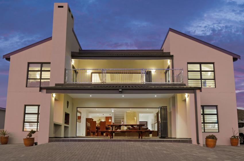 Pearl Bay, Yzerfontein